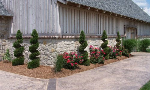 Custom Creations Landscaping and Lawn