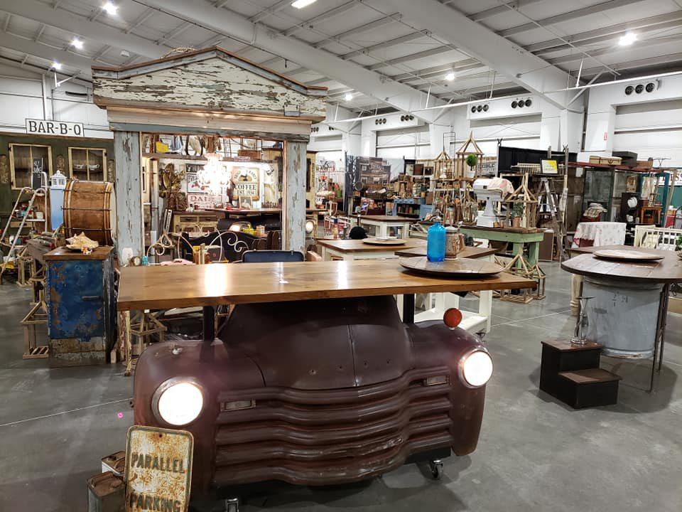 2 Friends & JUNK store set-up