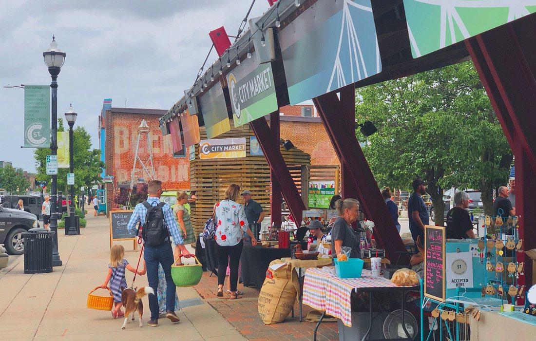 People shopping on C-Street in Springfield, Missouri