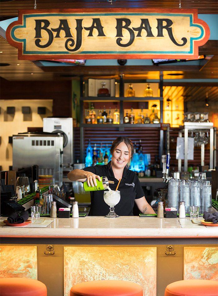 bartender making a margarita at los cabos springfield mo