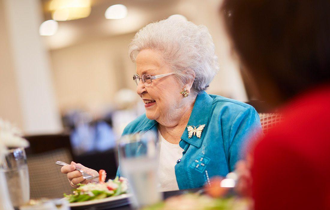 Older lady eating at retirement community