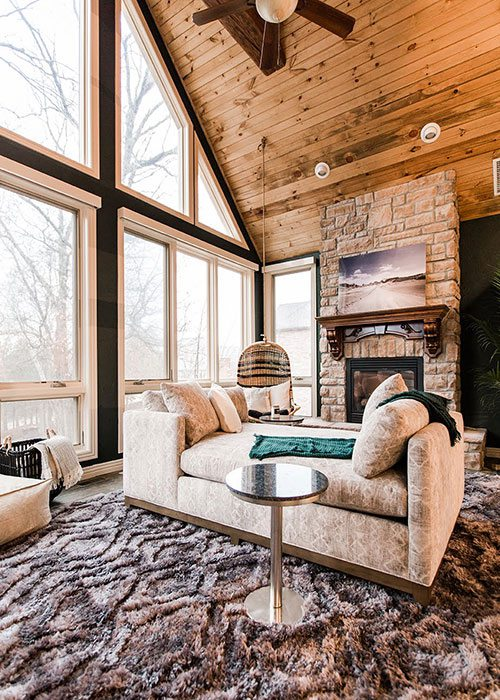 Cozy Cobin with Large Windows