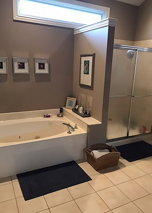 Before image of a traditional bathroom.