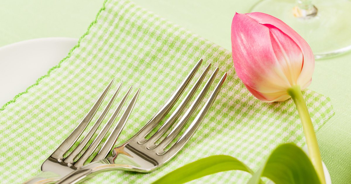 Green spring table setting with pink tulip