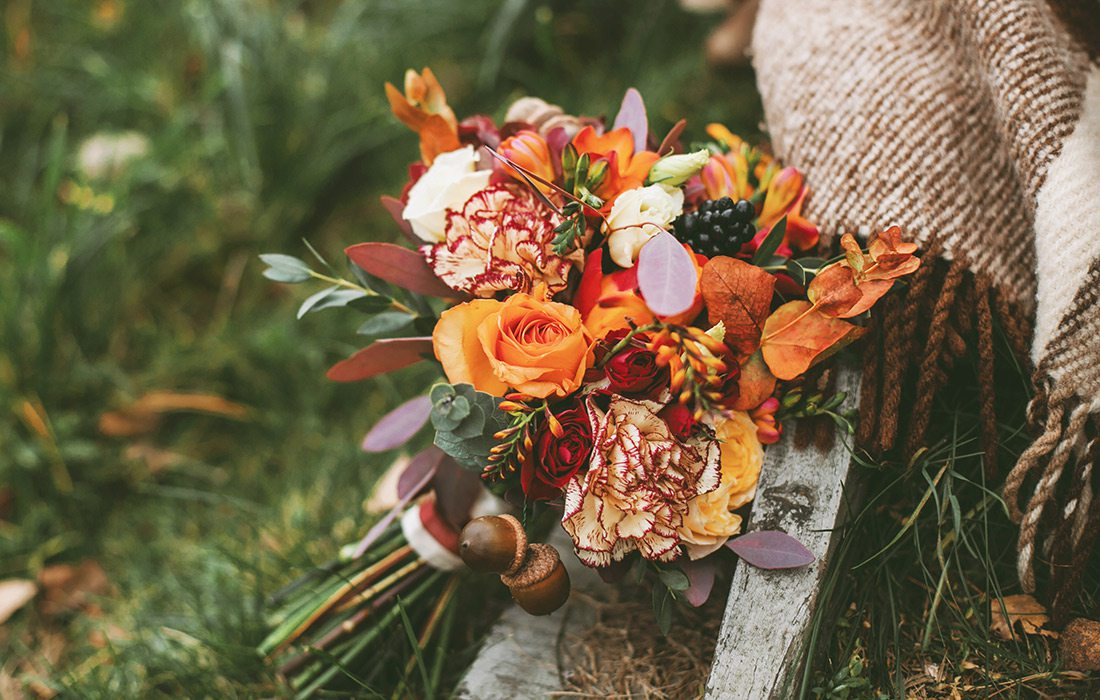 Bouquet of fall flowers for a winter wedding