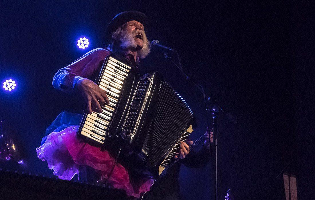 folk musician in springfield mo