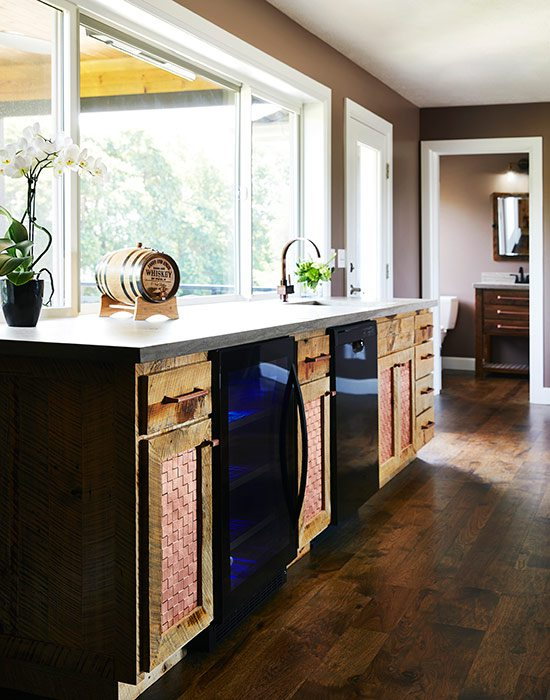 $500,000-$750,000 Homes of the Year Winner Timeless American Home Wet Bar