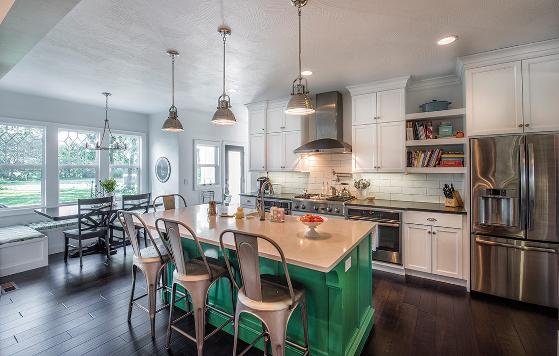 $500,000 to $750,000 2015 Homes of the Year Winner - Kitchen