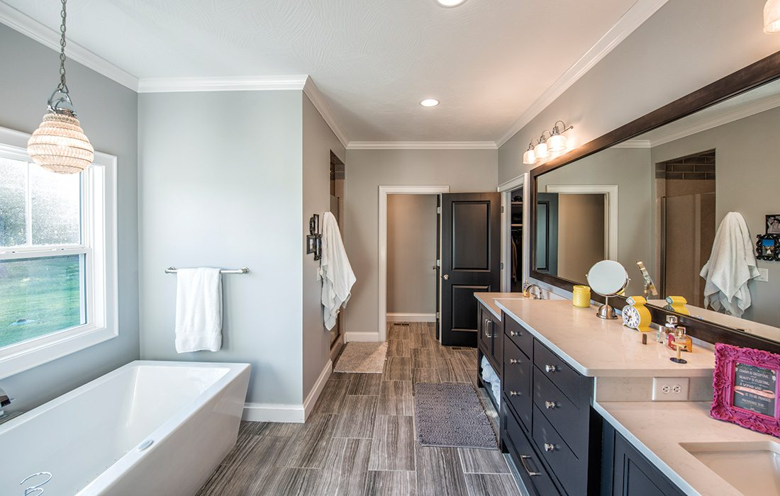 $500,000 to $750,000 2015 Homes of the Year Winner - Master Bath