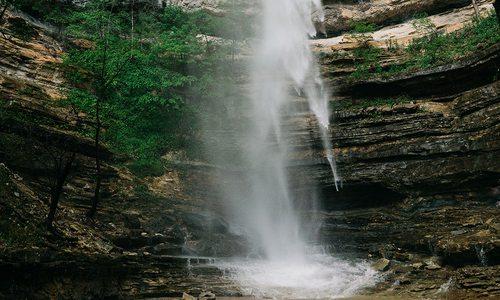 Hemmed-In Hollow Waterfall in Arkansas MO