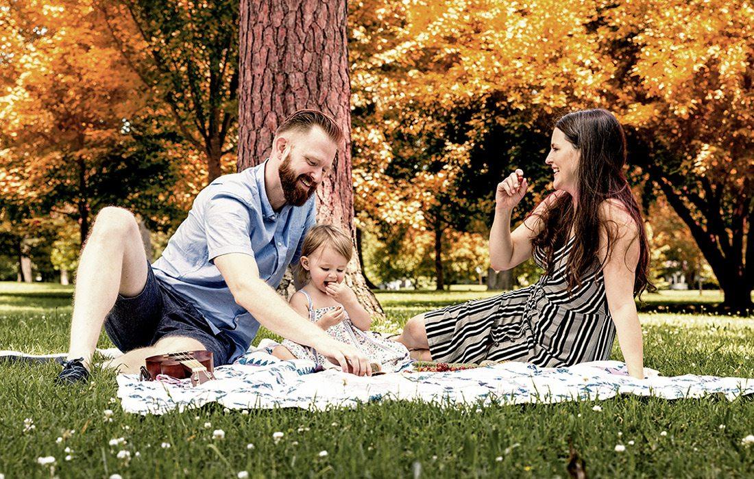Family picnics in the park