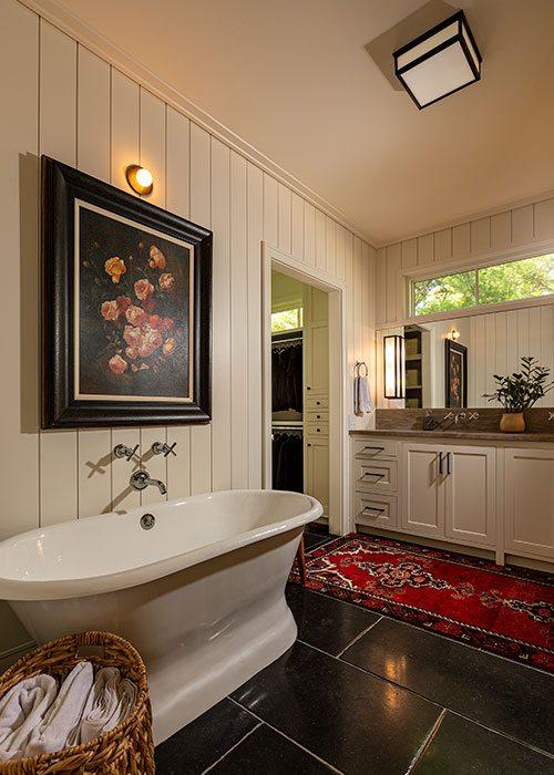 Main Bathroom: Jamie Stauffer of Here Let Me design in Springfield MO