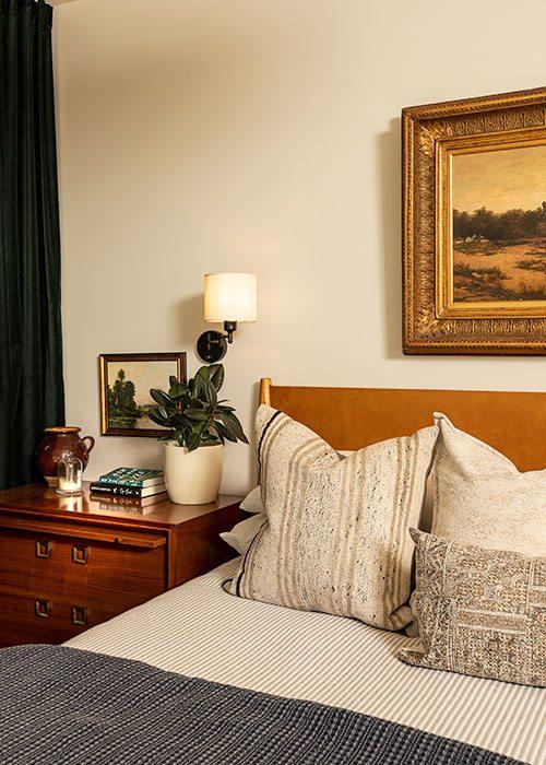 Main Bedroom: Jamie Stauffer of Here Let Me design in Springfield MO