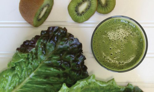 green healthy juice and kiwi