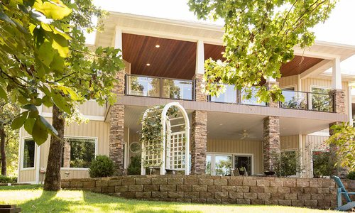 An Energy Efficient Environmental Escape Overlooking Table Rock Lake