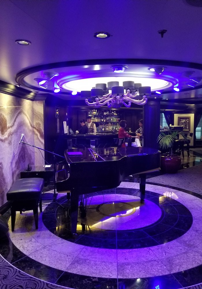 The piano lounge aboard the Marina