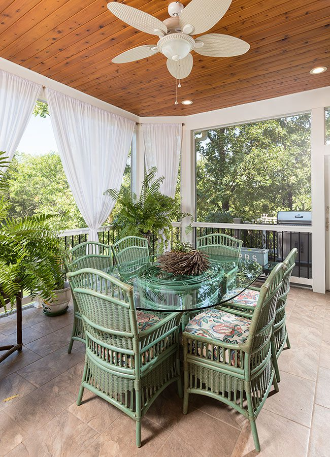 Screened in porch with table and chairs