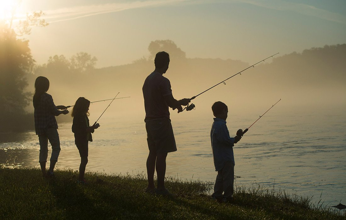 Family fishing on the White River at Gaston's White River Resort
