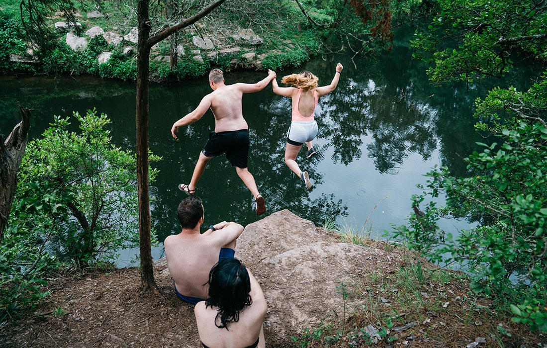A short walk from the dam takes you to a popular jumping spot at Gunner Pool.