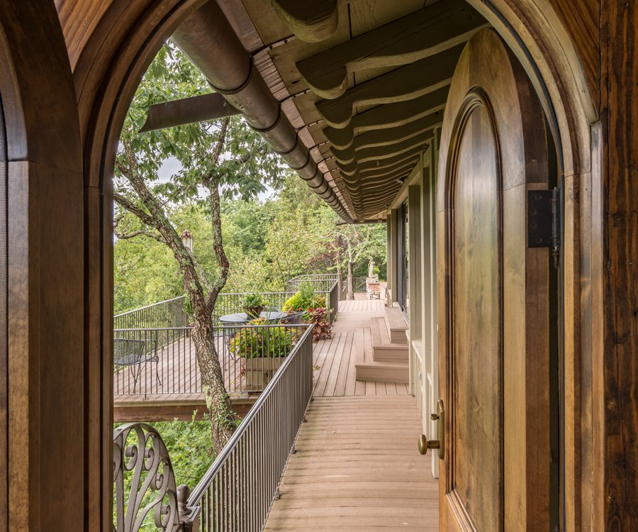 Rivercliff Estate Balcony