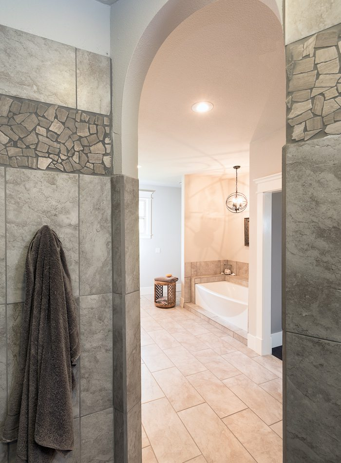 Farmhouse cottage walkin shower