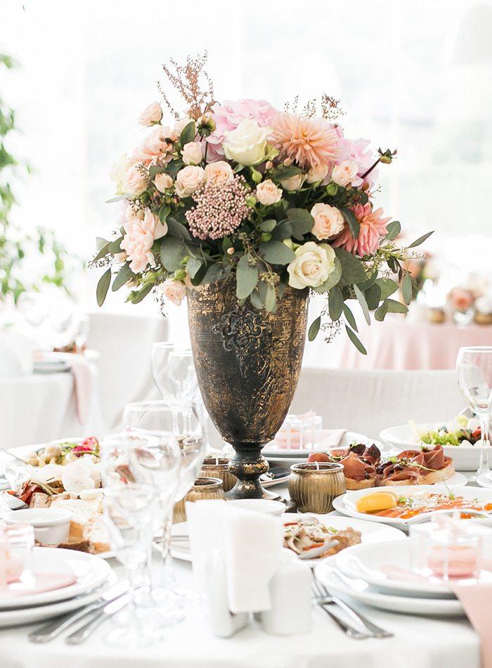 floral centerpiece at a wedding