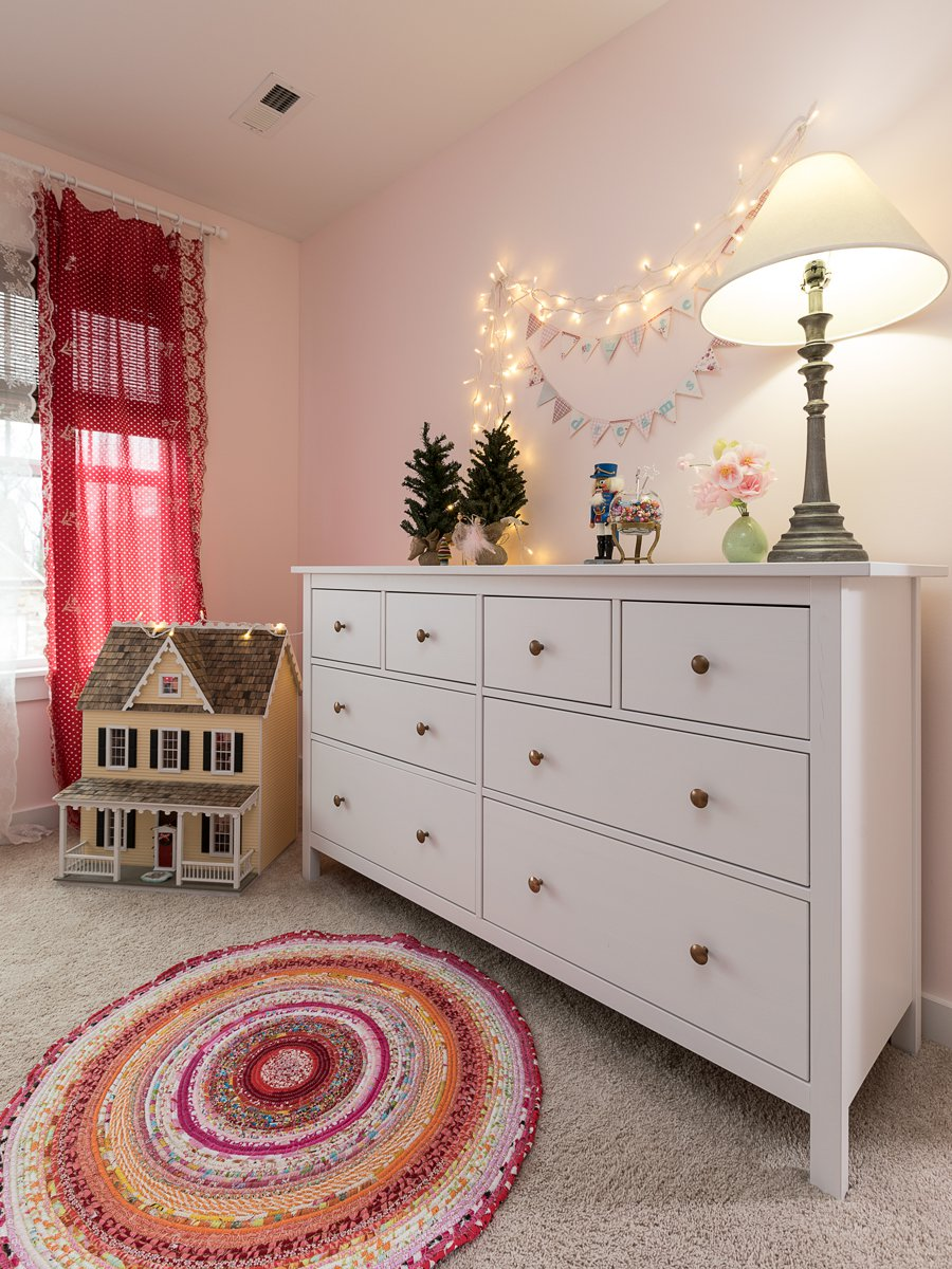 white and red bedroom in springfield MO
