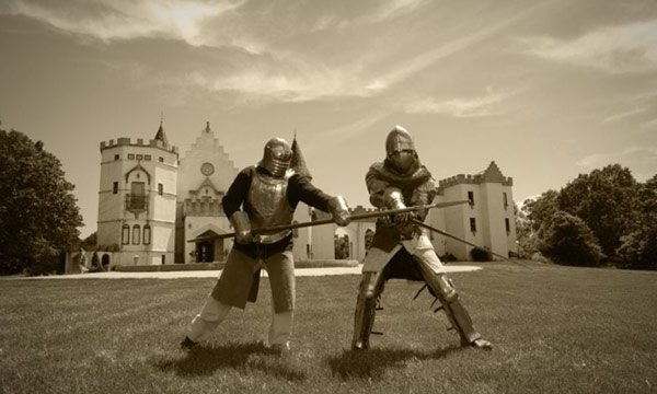Knights in front of castle