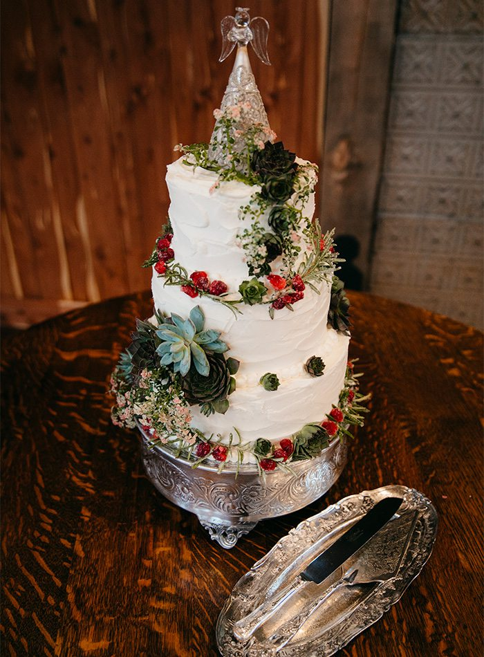 wedding cake with christmas decor